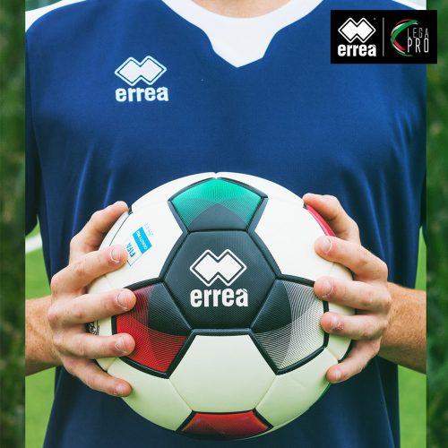 Svelato Magister Legacy, il nuovo pallone dotato di QR code realizzato da Erreà Sport per la stagione 2021-2022 di Lega Pro